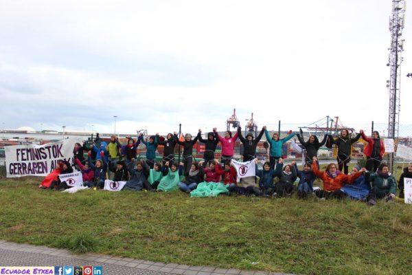 Centenares de feministas denunciamos que la guerra empieza en el Puerto de Santurtzi